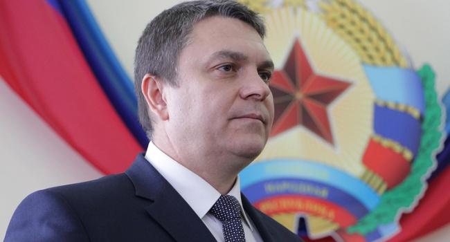 Главарь террористов «ЛНР»: Мытесно сотрудничаем сСурковым