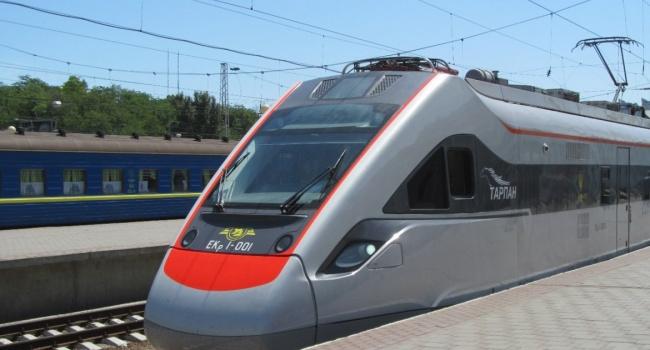 «Укрзализныця» открыла продажи билетов напоезда вЕС