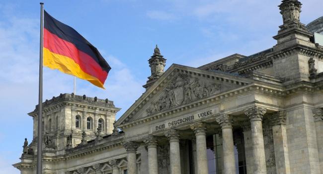 Германцев больше беспокоит Трамп, чем Российская Федерация иКНДР,— опрос