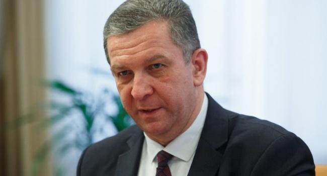 Министр социальной политики заработал в7 раз больше своего оклада осенью
