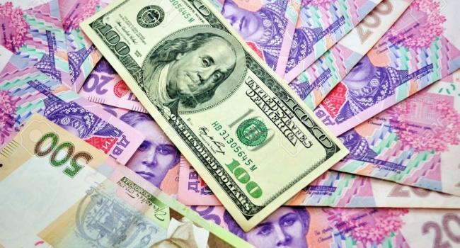 Доллар уже по28: курс еще больше вырастет «под елочку»