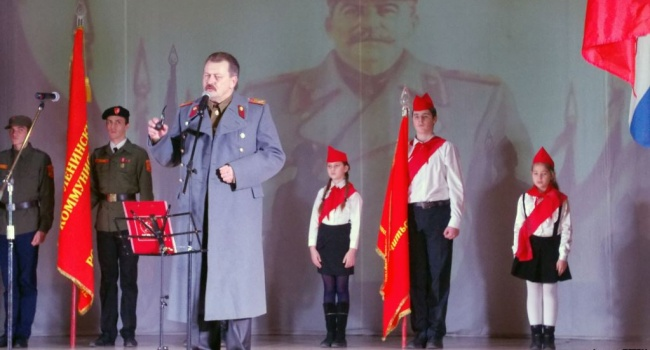 Воккупированном Севастополе коммунисты приняли детей впионеры испели «Верните Сталина»