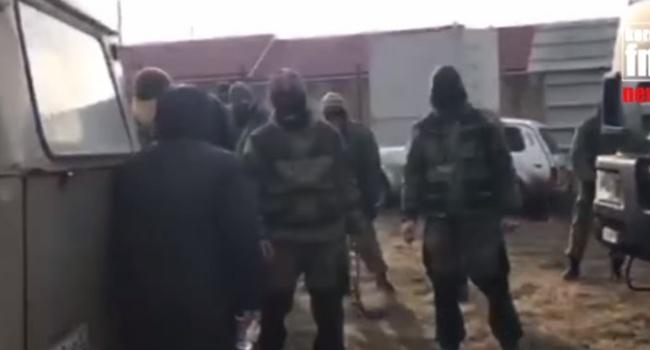 Граждане села под Керчью блокируют военные КамАЗы сроссийскими ссиловиками