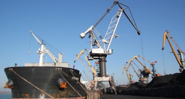 В порт Южный прибыли два судна с углем из США