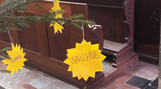 Вглавном соборе Чехии елку украсили названиями захваченных городов Украинского государства