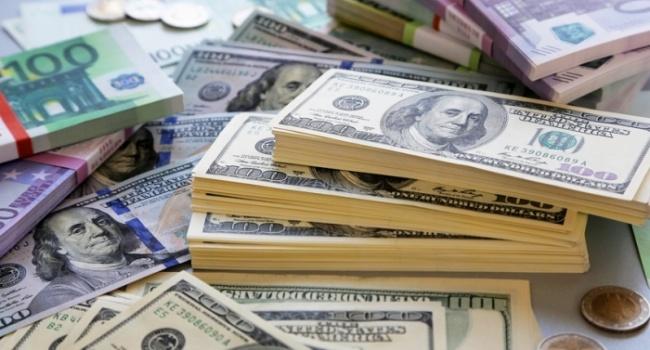 Начерном рынке 9января курс доллара слегка снизился
