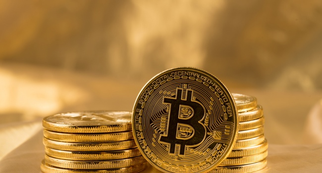 Засутки «монета» упала вцене практически на $300— Курс биткоина падает
