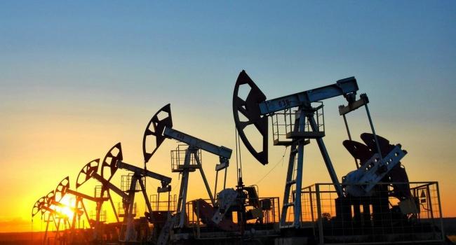 Цены нанефть начали неделю сокращением