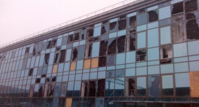 Корреспондент продемонстрировал разрушенный ж/д вокзал вДонецке— «Русский мир» довел