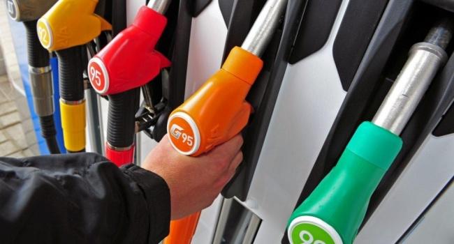 Журналист назвал «положительной тенденцией» рост цен на бензин
