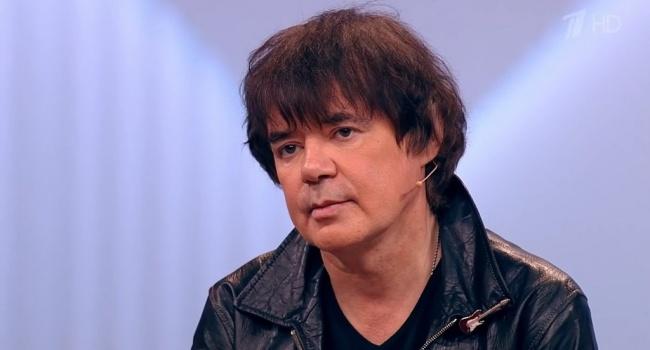 После очередного запоя российский певец не приходит в сознание