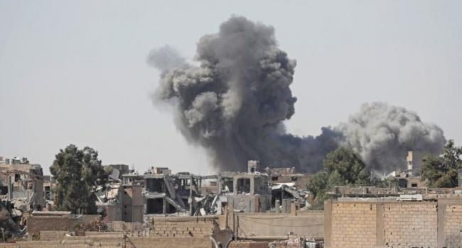 В Сети обнародовано видео мощного авиаудара коалиции США по ЧВК «Вагнер» в Сирии