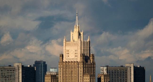 «Это гибельный сценарий»: в МИД России истерически прореагировали на начало действия закона о реинтеграции Донбасса
