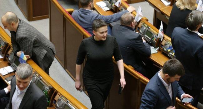Из тюрьмы РФ Савченко встречали Порошенко и любовь украинцев. В украинскую тюрьму Савченко провожали Добкин и ненависть украинцев