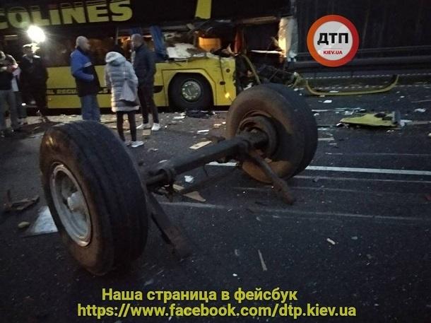 ВЧехии автобус сукраинцами попал в печальное ДТП: размещены первые фото
