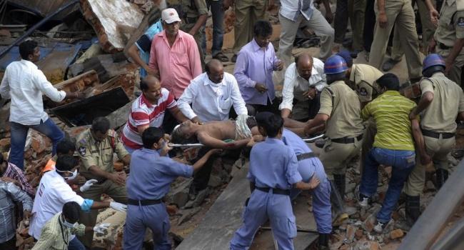 В итоге  обрушения гостиницы вИндии погибли девять человек
