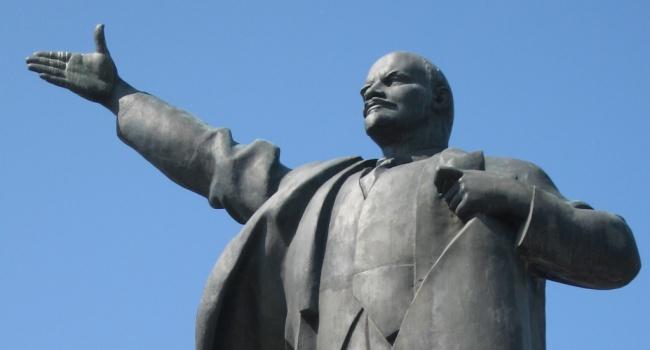 ВКривом Роге наместе монумента  Ленину установили статую Богородицы