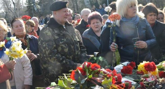 «Неизлечимые зомби»: в Одессе люди пытались заглушить украинский гимн советским маршем