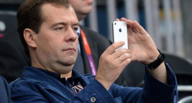 Заявление о том, что «Эпл» теперь будет выпускаться в РФ – побило рейтинги всех комиков. Зеленский теперь без работы, – блогер
