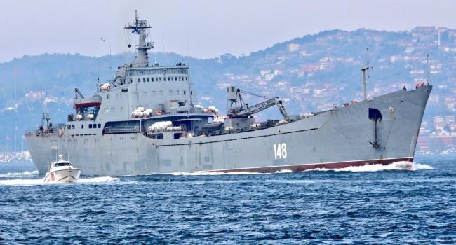 Жители России  отправили вСирию «забитый» боевой техникой корабль
