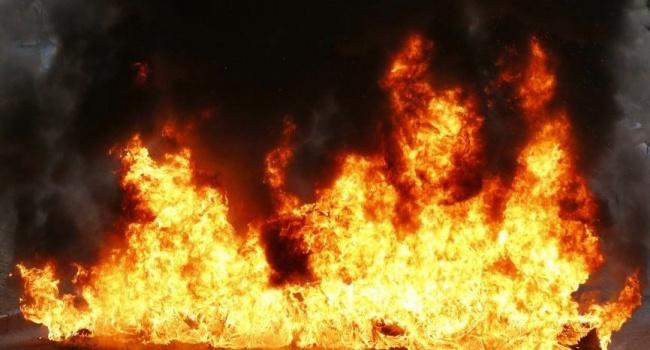 В РФ  снова вспыхнулТЦ: вАрхангельске из-за пожара перекрыли улицы