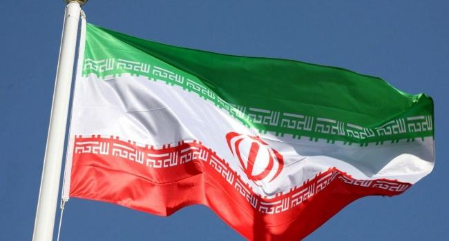 Иран отказался от расчетов в американских долларах