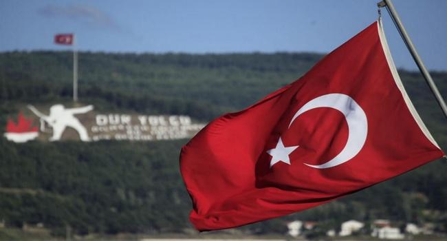 Чавушоглу обсудил сПомпео сделку между Турцией иРоссией поС-400