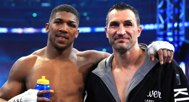 Легендарные супертяжеловесы: Джошуа и Кличко вновь встретились на «Уэмбли»