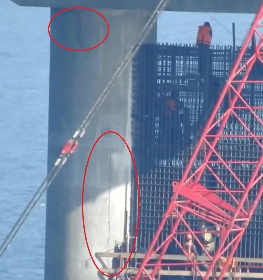 Началось: на Керченском мосту треснула опора, - кадры
