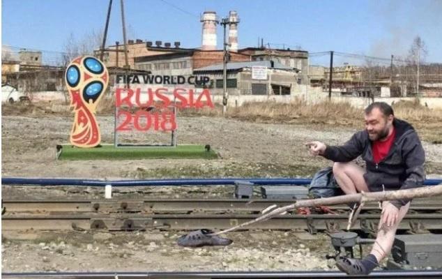Новый позор: в России на фоне разрухи установили рекламу ЧМ – 2018