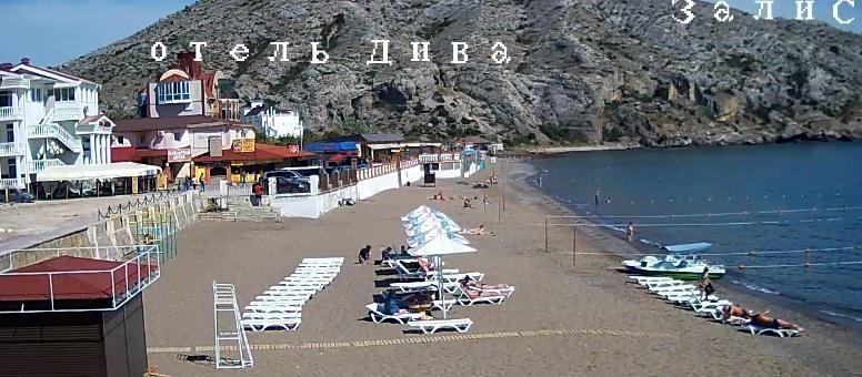 Не помог и новый мост: СМИ показали пустые пляжи в аннексированном Крыму