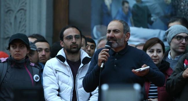 Лидер оппозиции в Армении Пашинян призывает заблокировать дороги и аэропорт Еревана