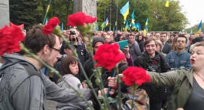 ВХарькове участники акции «Бессмертный полк» назвали государство Украину придуманной страной