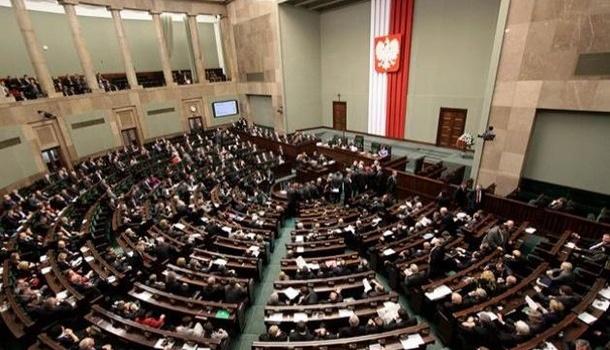 Сейм Польши одобрил снижение заработной платы парламентариев на20%