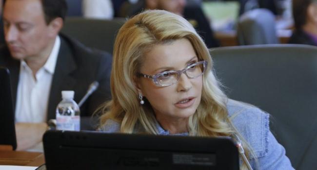 Политолог: Тимошенко раскритиковала Порошенко за махинации в закупке лекарств, за что сама еще недавно «мотала» срок в Харькове