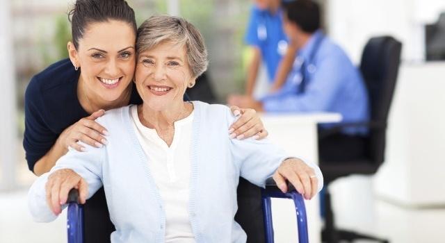 Уход за пожилыми людьми: как выбрать сиделку