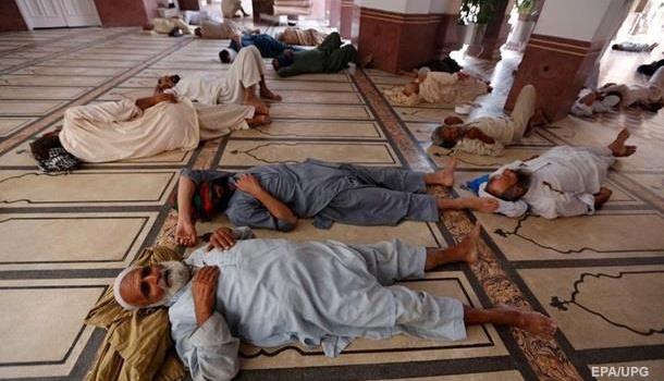 Из-за аномальной жары в Пакистане погибли десятки людей