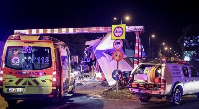 Пол-автобуса срезало: в Венгрии произошло страшное ДТП с гражданами Украины