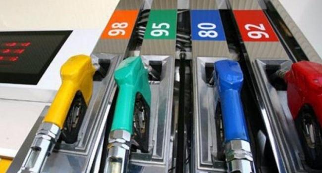 Украинских операторов АЗС обвиняют всговоре вповышении цен набензин
