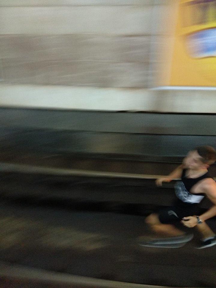 «Захотели развлечься»: дети прыгнули под колеса поезда киевского метро, - кадры