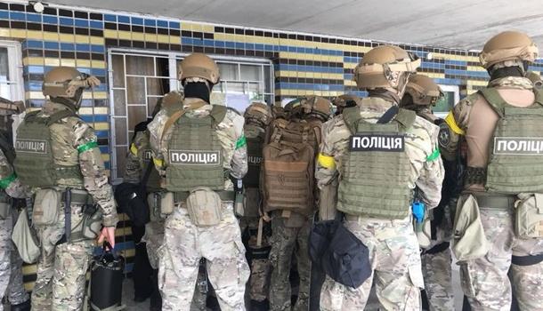 Вооруженные силовики окружили столичную психбольницу