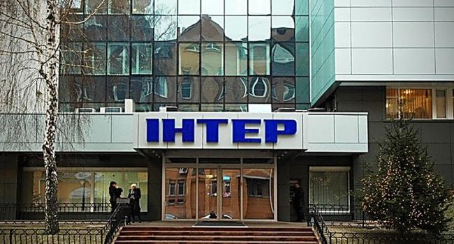 Активисты обклеили антироссийскими листовками здание телеканала «Интер» из—за ЧМ-2018