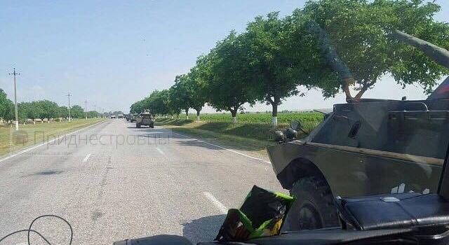 На границе Украины была замечена огромная колонна военной техники РФ