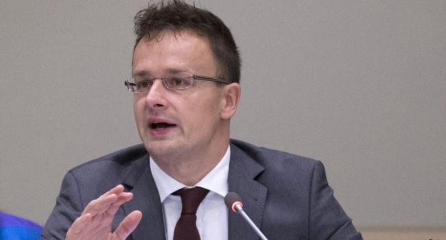 Сийярто требует от Киева официального статуса венгерского языка