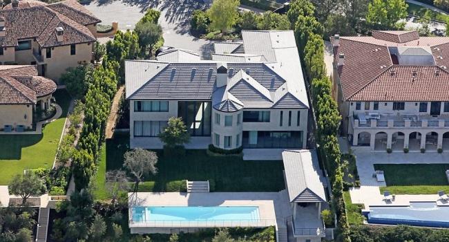 Актон решила продать особняк Кардашьян за 18 миллионов