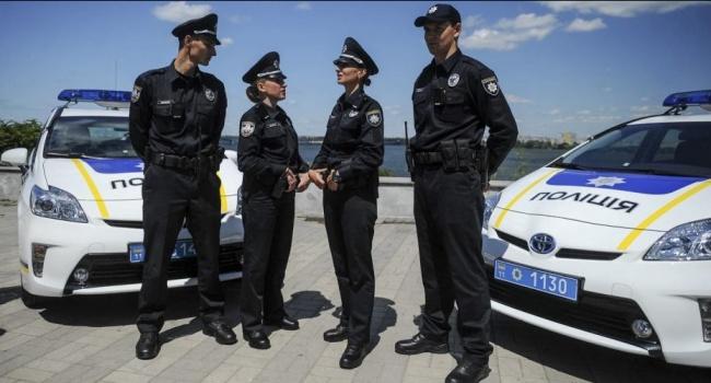 Столичные полицейские ловили нарушителя, прыгающего по крыше авто (Видео)