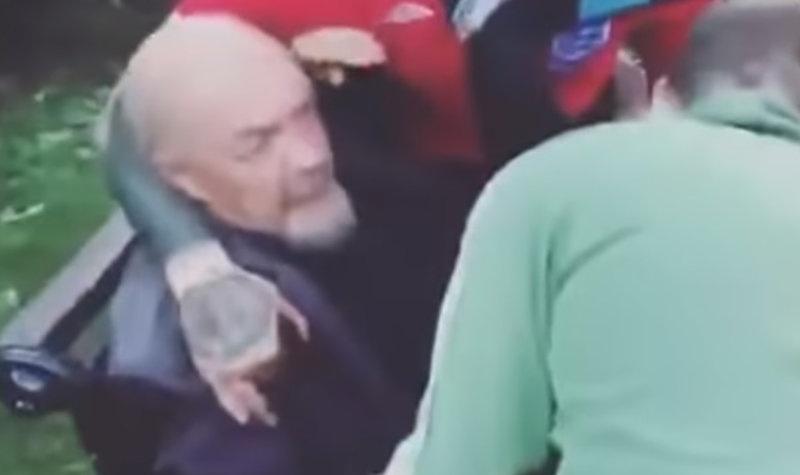 В России фанаты бросили Ленина в мусорное ведро