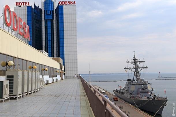 В морской порт Одессы зашел ракетный эсминец США