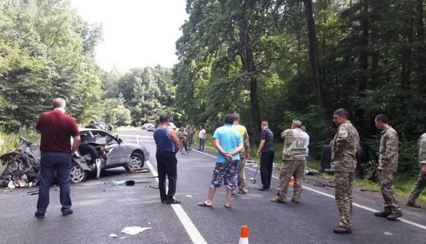 Возле Львова военные попали в смертельную аварию: стали известны подробности