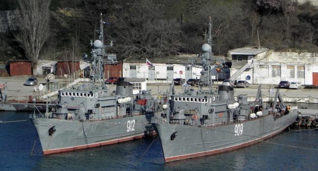 В бухтах Севастополя на украинских кораблях вновь поднимут флаг Украины, - Порошенко